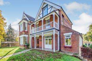 5 Bedrooms Detached House for sale in Gravesend Road, Higham, Rochester, Kent