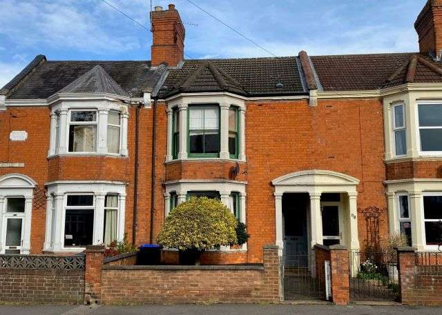 3 Bedrooms Terraced House for rent in Kingsley Road, , Northampton NN2 7BY