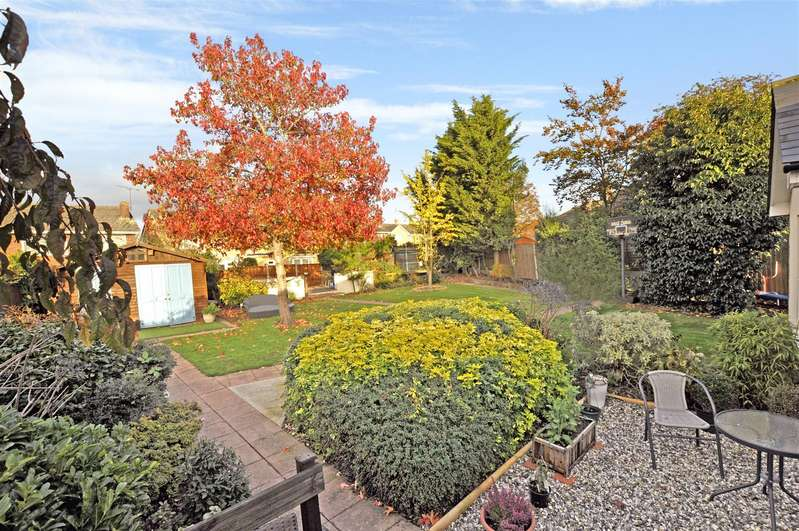 4 Bedrooms Semi Detached Bungalow for sale in Station Avenue, Rayleigh