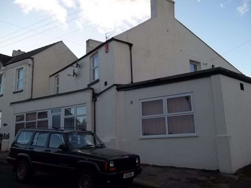 2 Bedrooms Property for rent in Parkend Road, Lydney