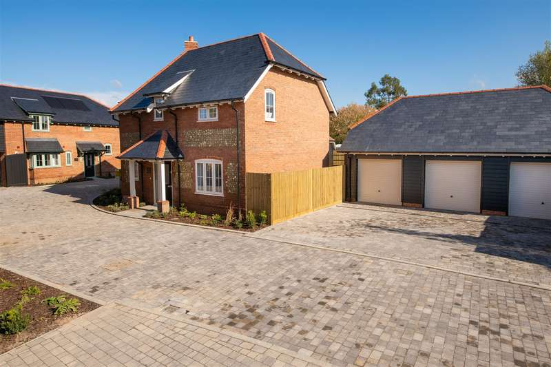 4 Bedrooms Detached House for sale in The Newbury, Grange Road, Netley Abbey, SO31 5FF