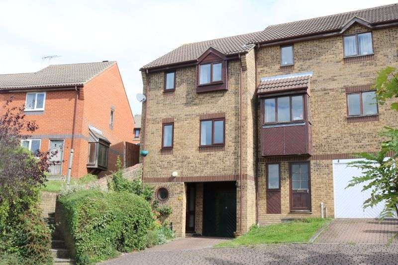 3 Bedrooms Property for sale in Gibbs Close, Downley