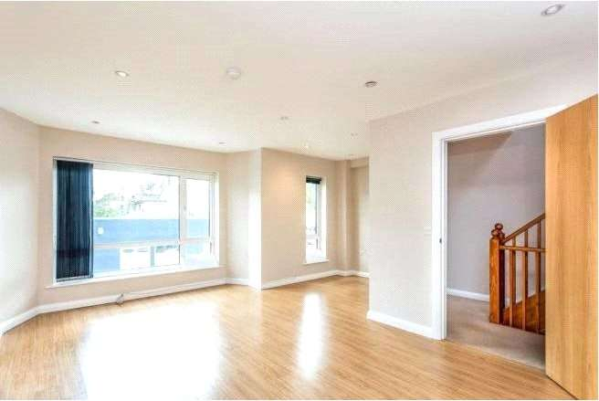 3 Bedrooms House for rent in Lincoln Road, London, N2