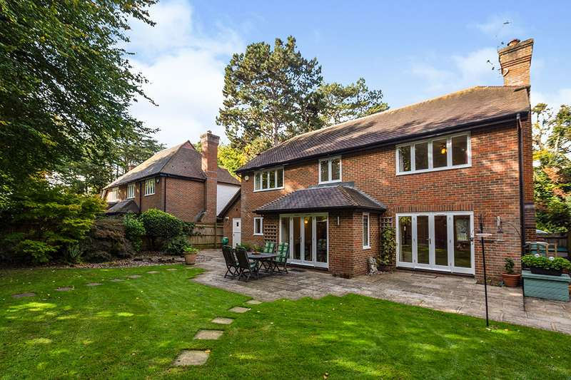 5 Bedrooms Detached House for sale in The Hollies, New Barn, Kent, DA3