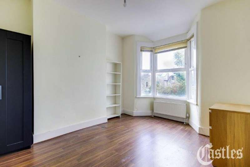3 Bedrooms Flat for rent in Cleveleys Road, Hackney, Clapton, London, E5