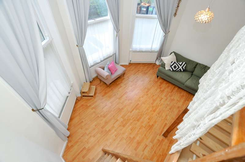 Flat for sale in Lordship Road, London