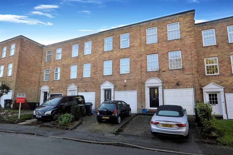 2 Bedrooms Town House for rent in Albany Court, Epping