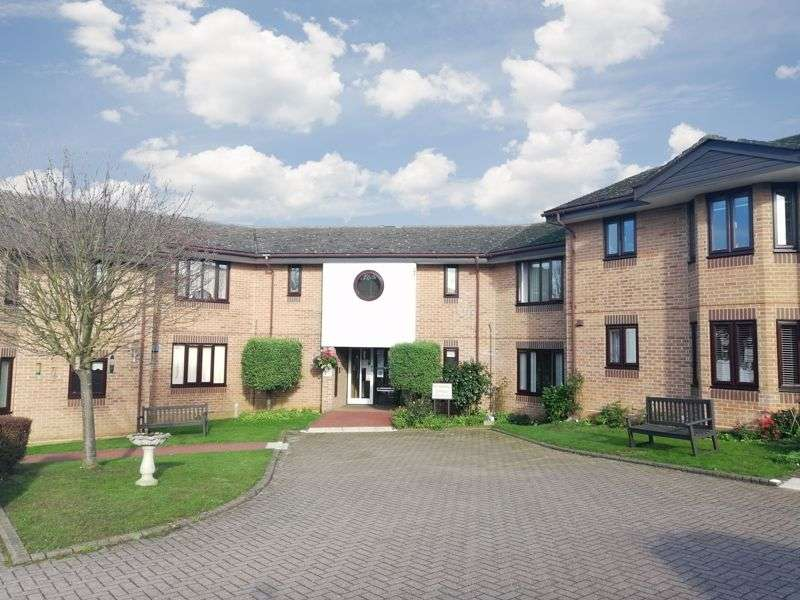 2 Bedrooms Property for sale in Swan Court, Manningtree, CO11 1LN