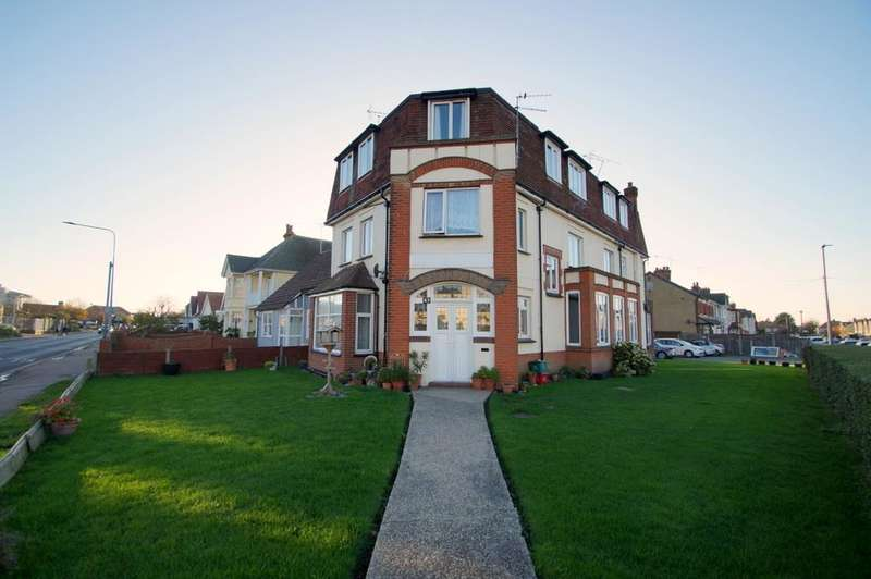 2 Bedrooms Flat for rent in WEST AVENUE, CLACTON ON SEA