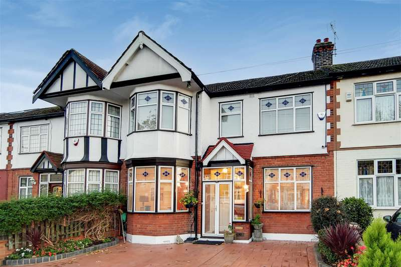 4 Bedrooms Terraced House for sale in Kenwood Gardens, Gants Hill, IG26YG