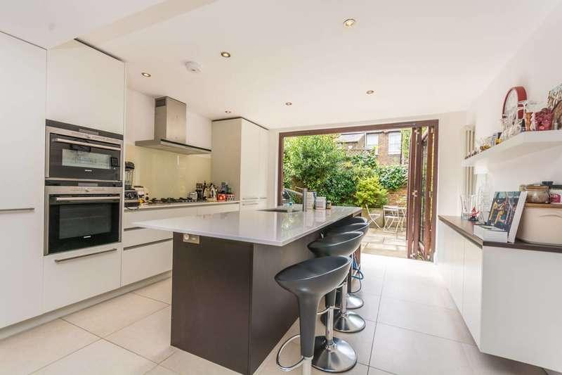 3 Bedrooms Terraced House for rent in Summerhouse Road, Stoke Newington, N16