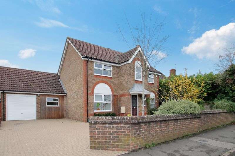 4 Bedrooms Property for sale in High Street, Eaton Bray, Bedfordshire