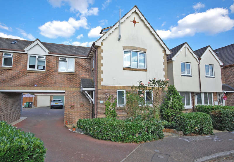 3 Bedrooms End Of Terrace House for sale in Pochard Way, Great Notley, Braintree, CM77