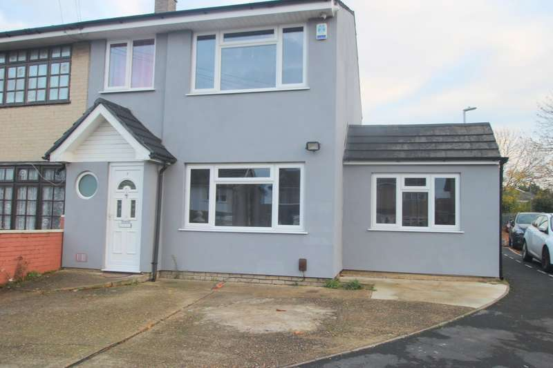 4 Bedrooms House for rent in Carfax Road, Hornchurch, RM12