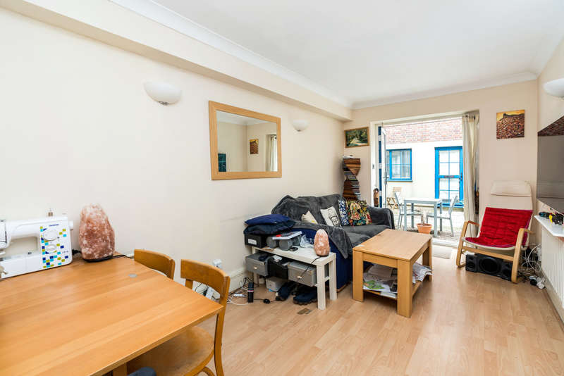 3 Bedrooms Town House for sale in Grange Yard, London