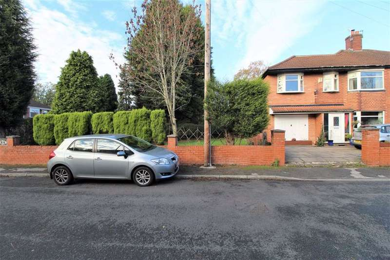 4 Bedrooms Semi Detached House for sale in Eastholme Drive, Manchester