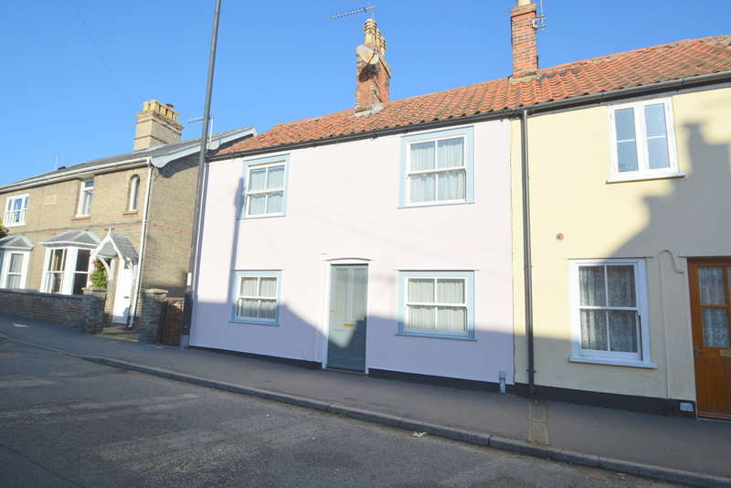 3 Bedrooms Town House for sale in Staithe Road, Bungay