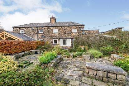 2 Bedrooms Semi Detached House for sale in Harricroft Farm Cottages, Smithills Dean Road, Bolton, Greater Manchester, BL1