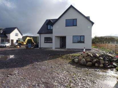 4 Bedrooms Detached House for sale in Bron Heulog, Pontllyfni, Caernarfon, LL54