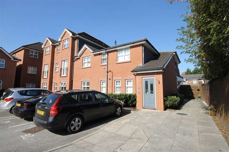 2 Bedrooms Apartment Flat for rent in Victoria Gardens, Latchford, Warrington, WA4