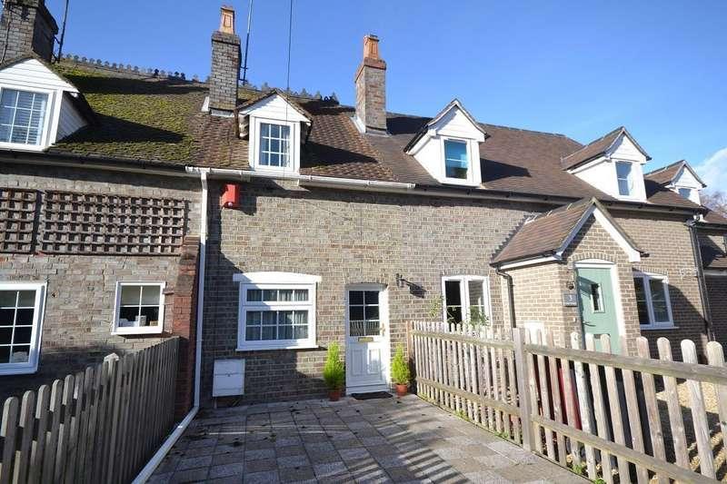 2 Bedrooms Cottage House for sale in Kiln Cottages, Kiln Road, Reading