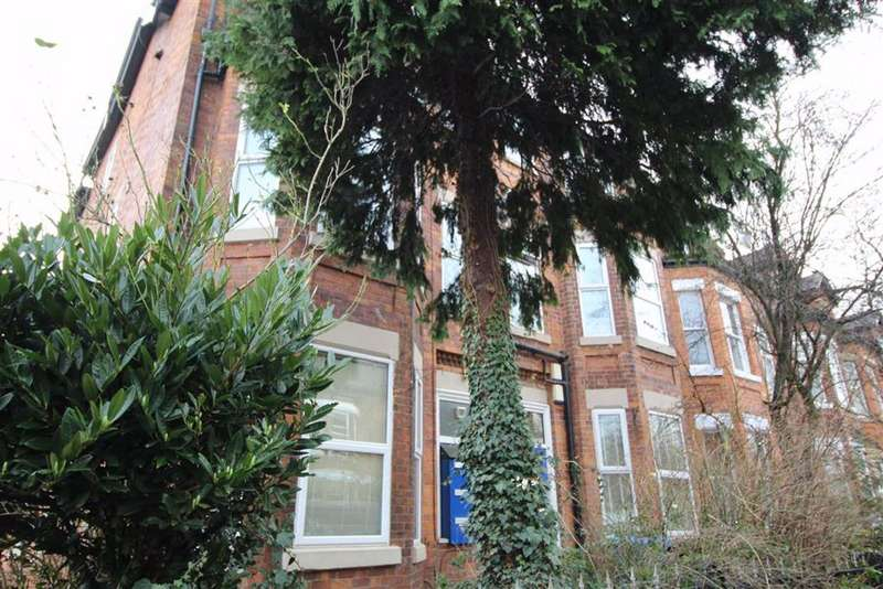 2 Bedrooms Flat for rent in Warwick Road, Chorlton Cum Hardy, Manchester
