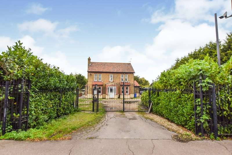 4 Bedrooms Detached House for sale in Brentwood Road, Bulphan, Upminster, Essex, RM14