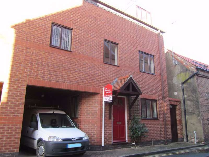 3 Bedrooms Semi Detached House for rent in