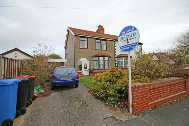 3 Bedrooms Semi Detached House for sale in Meadows Avenue, Thornton-Cleveleys, FY5