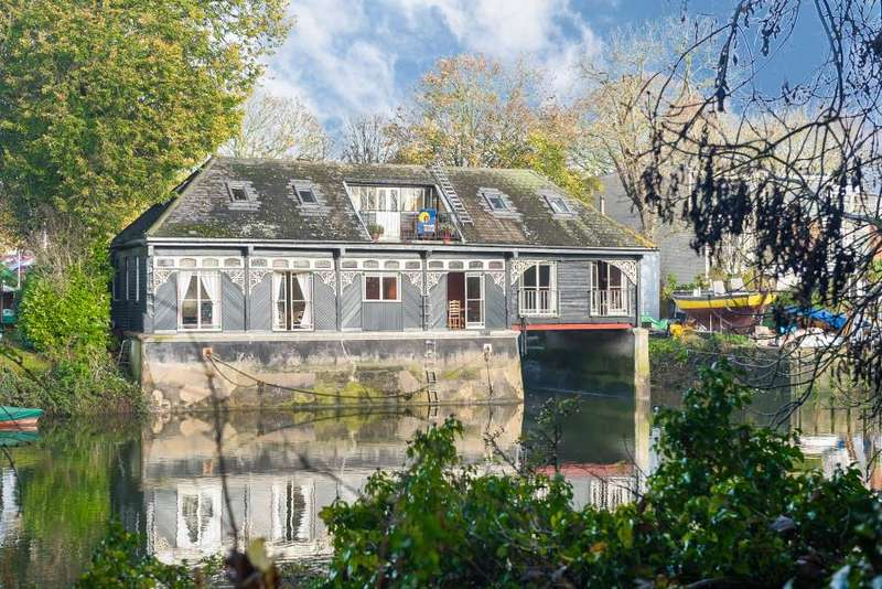 4 Bedrooms Detached House for sale in Ivy Castle Eel Pie Island, Twickenham, TW1