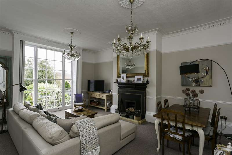 2 Bedrooms Apartment Flat for sale in High Street, West Malling