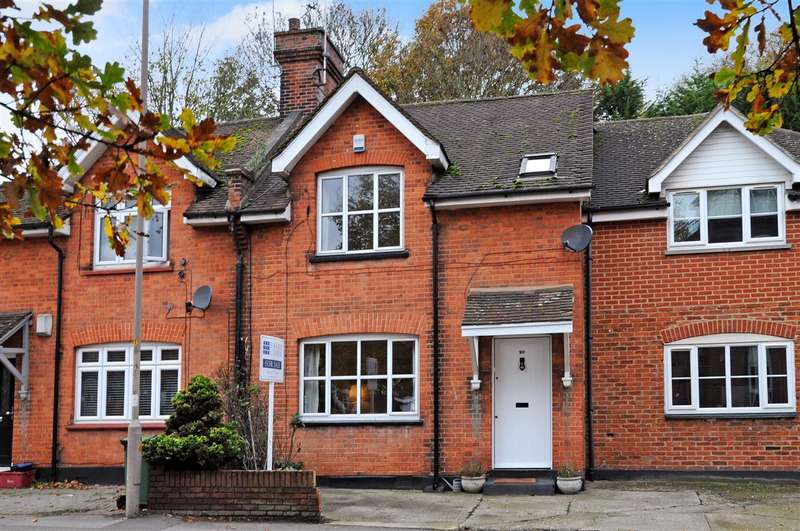 3 Bedrooms Cottage House for sale in Rayleigh Road, Shenfield