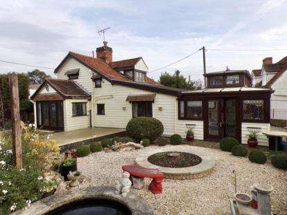 3 Bedrooms Detached House for sale in Burnham On Crouch, Essex, .