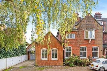 4 Bedrooms Maisonette Flat for sale in Hillside, 15 Park Farm Road, Bromley