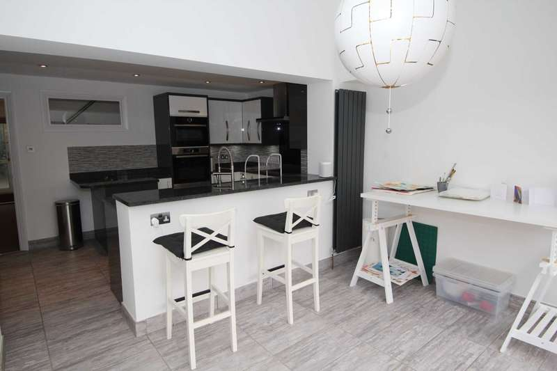 3 Bedrooms Terraced House for rent in Garland Close, Hemel Hempstead