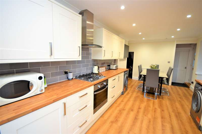 3 Bedrooms Semi Detached House for sale in Almatade Road, Southampton, SO18
