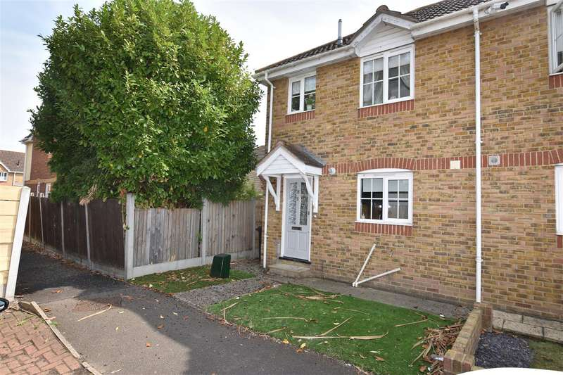 2 Bedrooms Semi Detached House for sale in The Fielders, Canvey Island