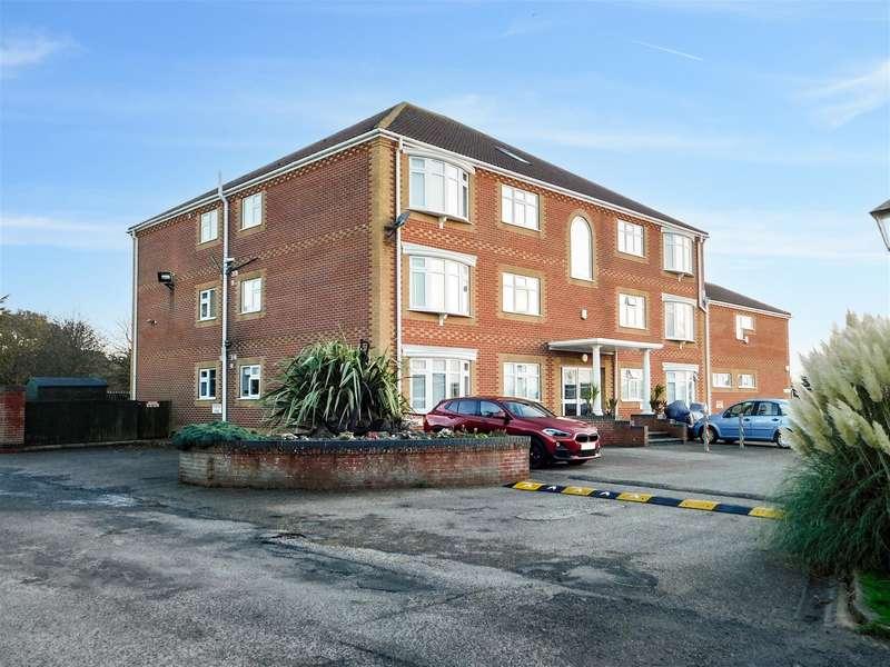 3 Bedrooms Penthouse Flat for sale in Ancaster Avenue, Chapel St Leonards, Skegness, PE24 5SL