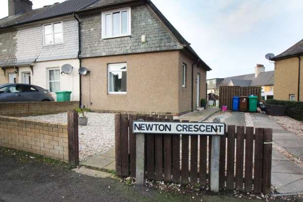 2 Bedrooms Property for sale in Newton Crescent, Dunfermline, Fife, KY11 2QW