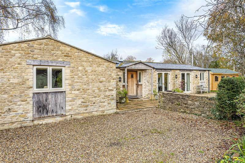 2 Bedrooms Detached Bungalow for rent in Cerney Wick, Cirencester, Gloucestershire, GL7