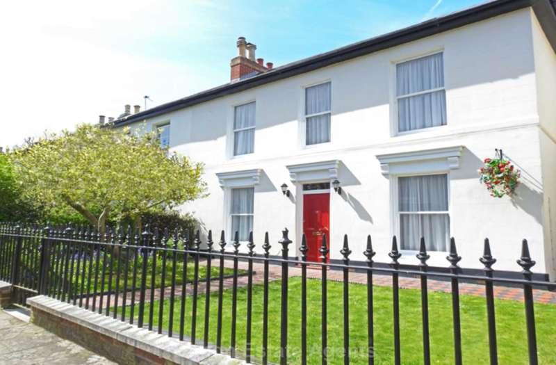 3 Bedrooms Semi Detached House for sale in Peel Road, Gosport