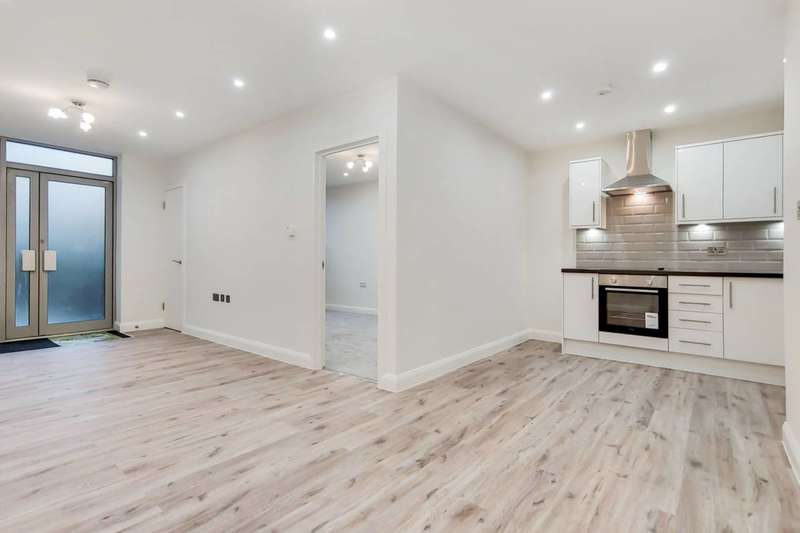 3 Bedrooms Flat for rent in Grosvenor Terrace, Camberwell, SE5