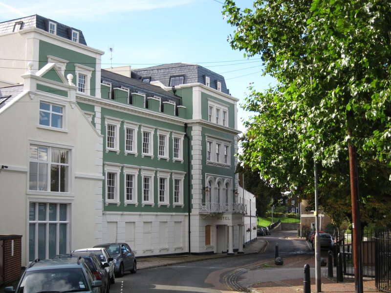 2 Bedrooms Flat for rent in Royal Pier Road, Gravesend