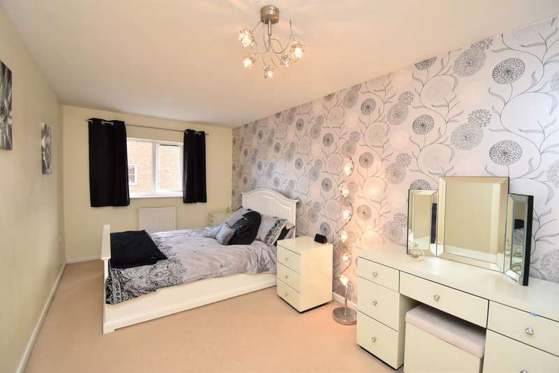 3 Bedrooms Semi Detached House for sale in Marmion Way, Ashford