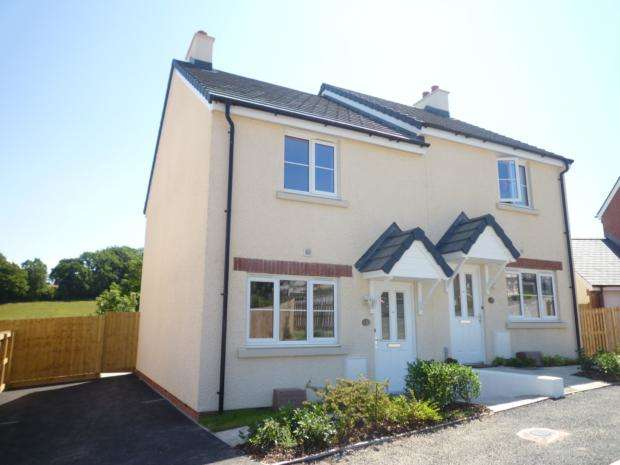 2 Bedrooms Semi Detached House for rent in Market Place, Holsworthy, EX22