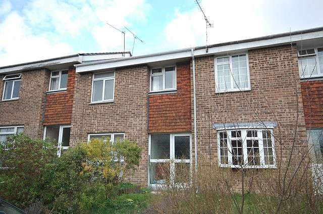 4 Bedrooms Terraced House for rent in Winchester