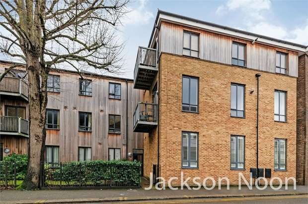 2 Bedrooms Flat for rent in The Parade, Epsom