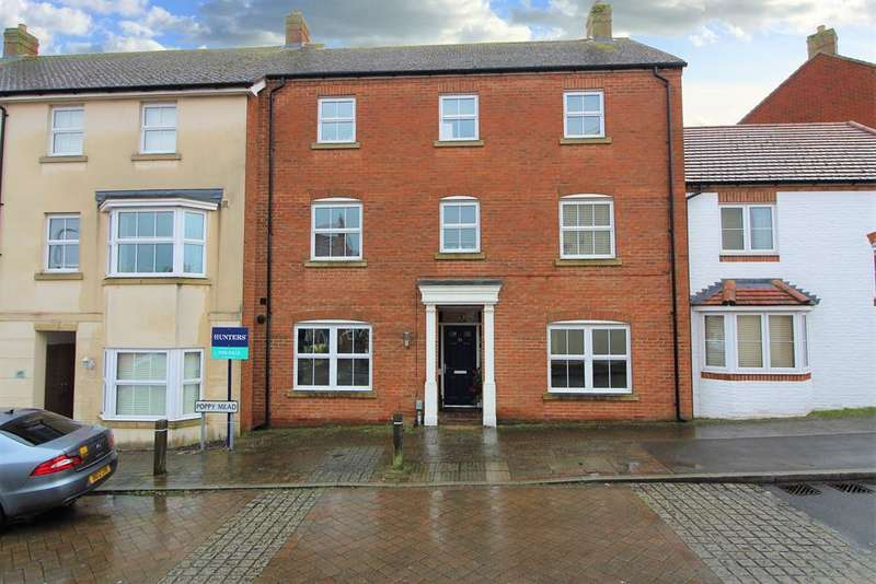 5 Bedrooms Terraced House for sale in Poppymead, TN23 3GL