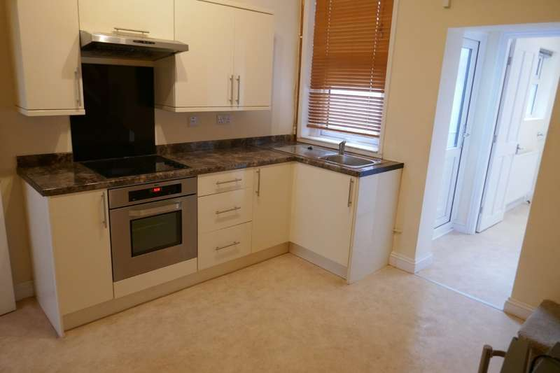 2 Bedrooms Terraced House for rent in Yearsley Crescent, Huntington Road