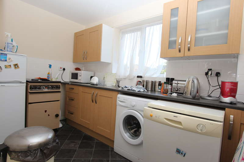 2 Bedrooms Flat for rent in Millhaven Close, Chadwell Heath, RM6